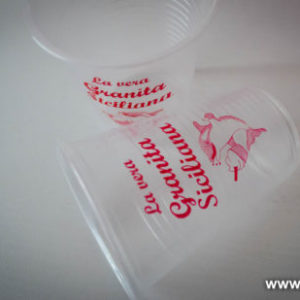 Bicchieri acqua monouso personalizzati.