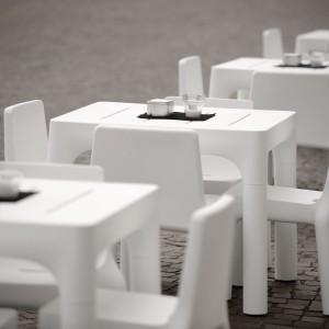 Seduta tavolo polietilene.