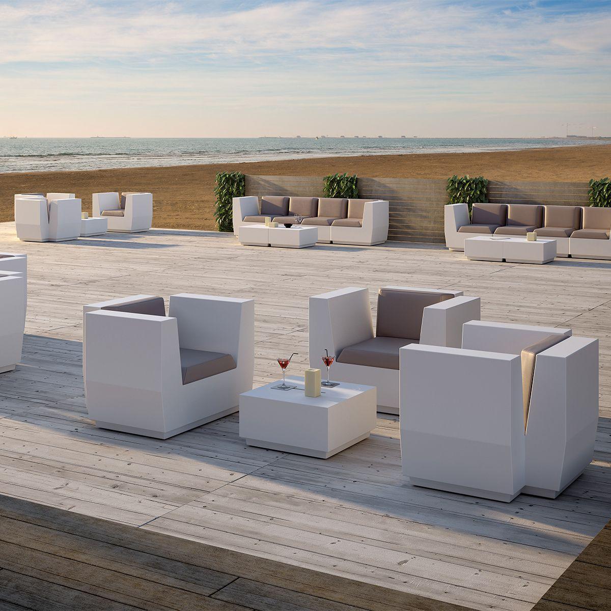 Poltrone sedute divani modulari polietilene Big Cut.