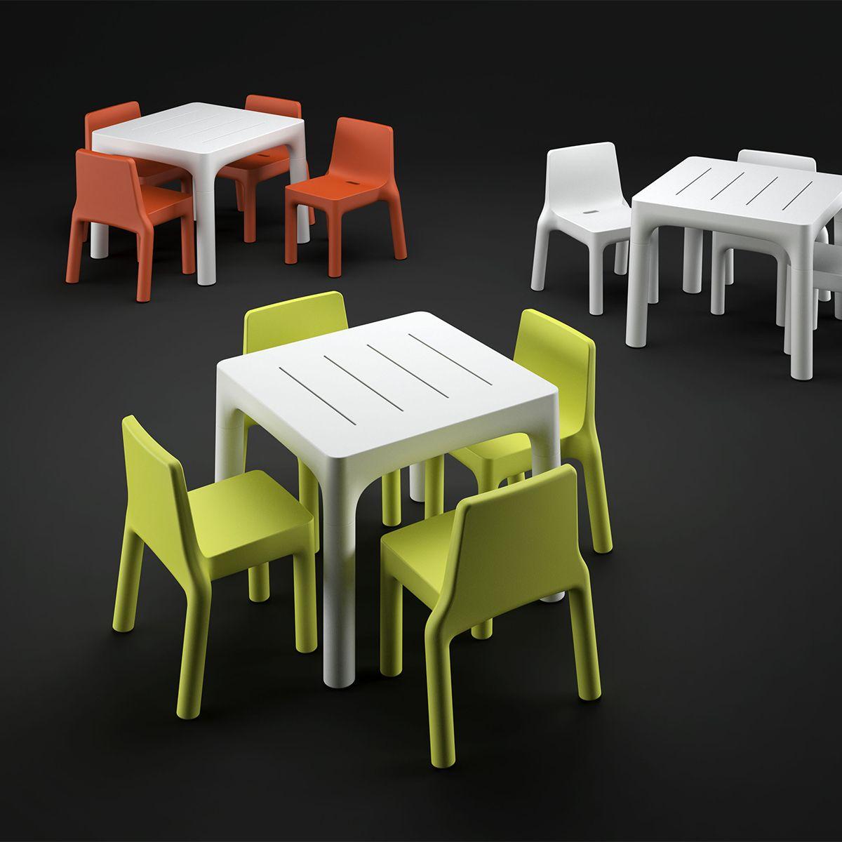 tavoli e sedie colorati per ville giardini e masserie